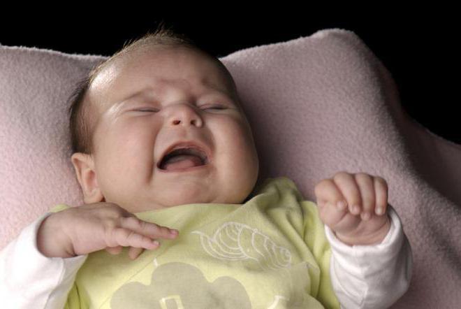 Неудобный или переполненный подгузник тоже вызывают некий дискомфорт во сне.